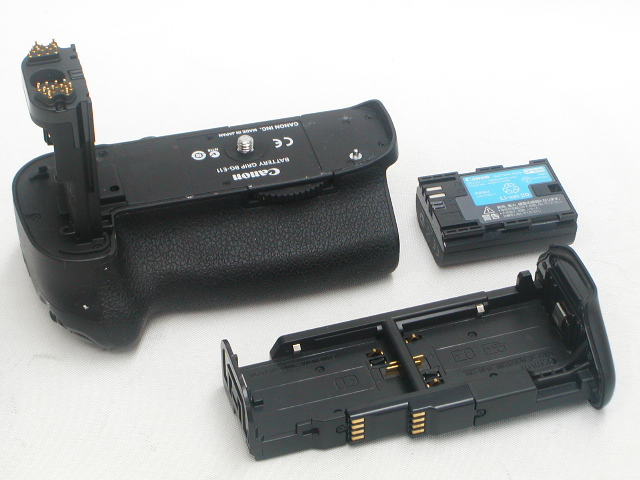 Battery Grip BG-E11 w/ LP-E6